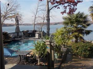 Old Hickory Lake Home